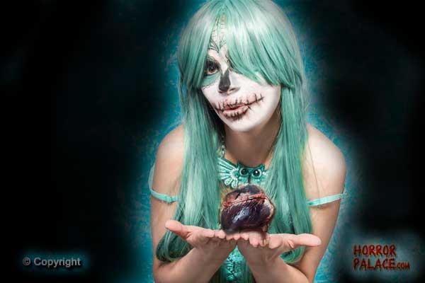 blue-skull-girl-with-heart